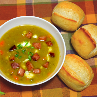 Split pea soup with ham and bread rolls