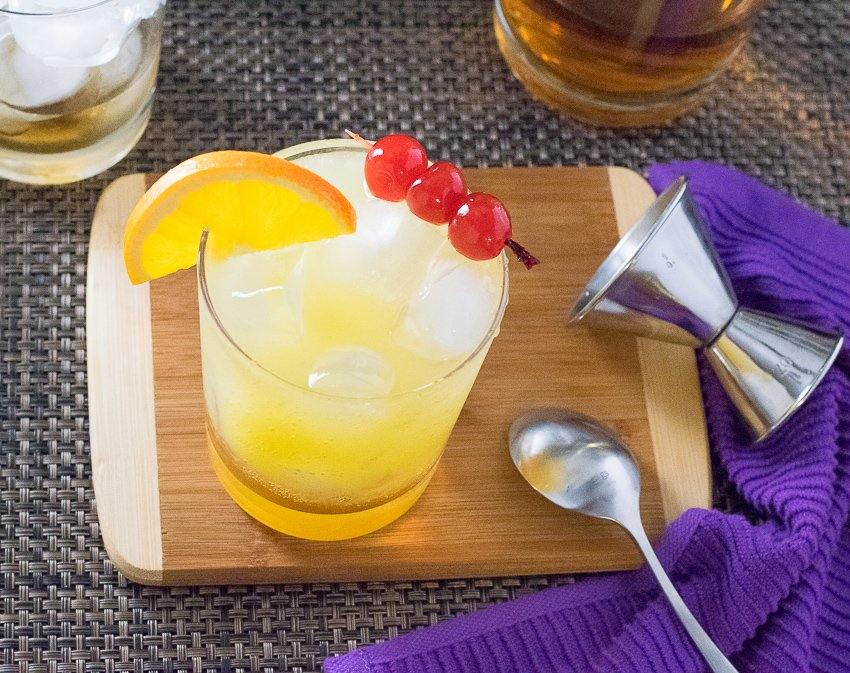 Amaretto Stone Sour Cocktail recipe