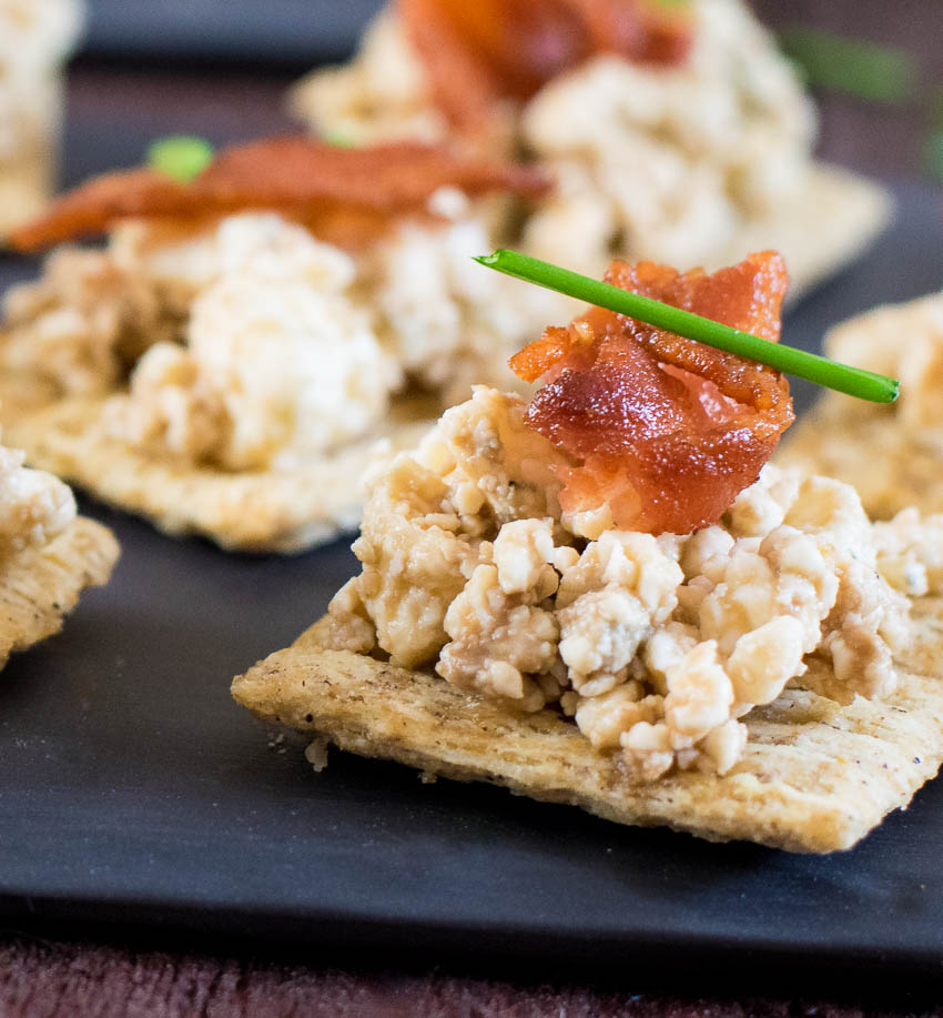 Blue-Cheese-Balsamic-and-Bacon-Easy-Triscuit-Appetizer