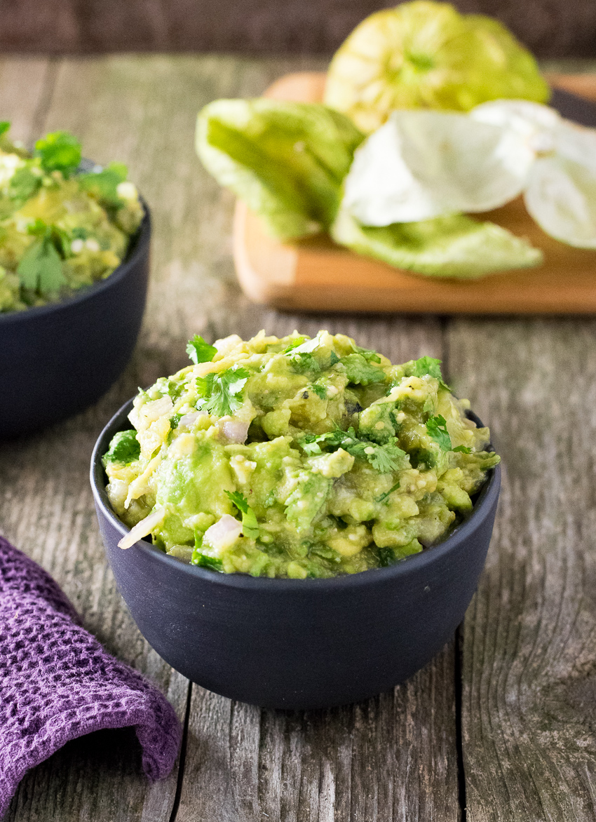This Roasted Tomatillo Guacamole is the perfect Mexican appetizer for ...