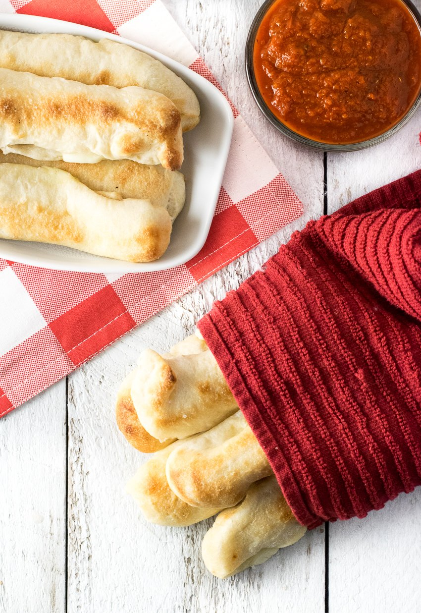 Easy Cheese-Stuffed Breadsticks