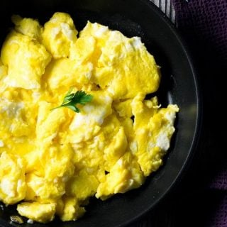 How to Make Perfect Scrambled Eggs – Light & Fluffy
