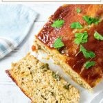 This chicken meatloaf recipe is a prefect healthy family dinner! #chicken #meatloaf