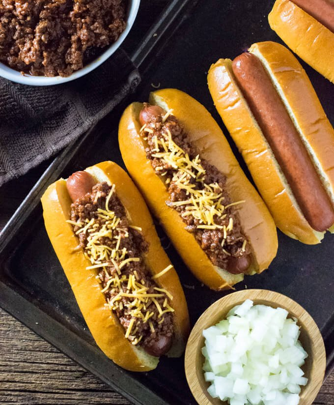 Hot dog chili toppings