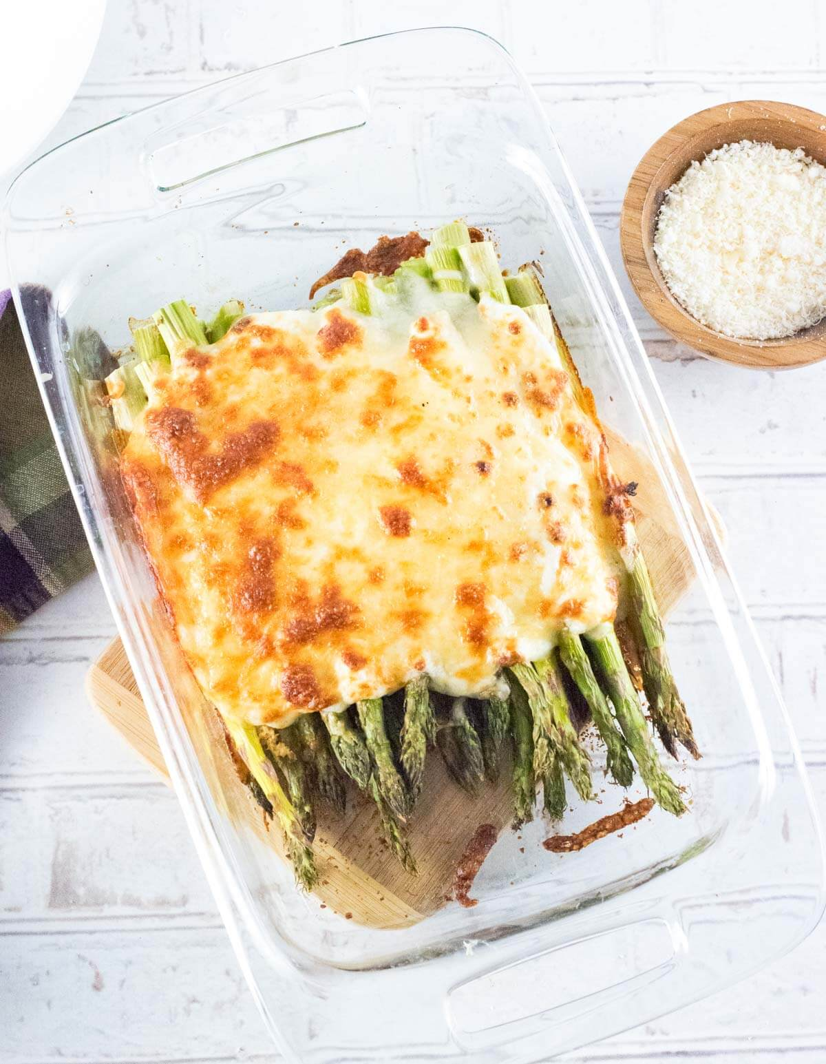 Cheesy baked asparagus viewed from above